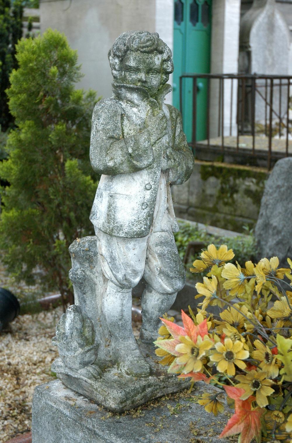 cemetery-1002537_1920