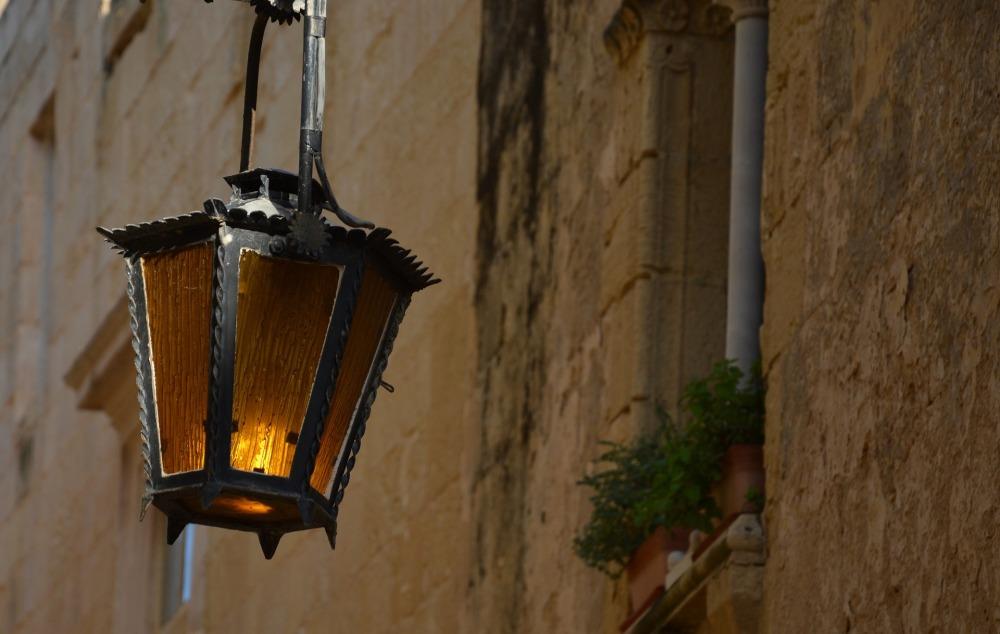 lamp-3762615_1920